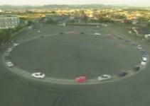 carros andando em círculo