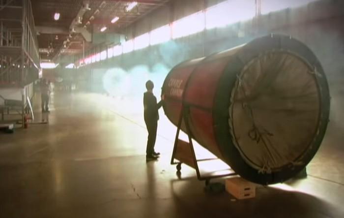 canhão lançando fumaça