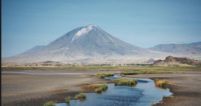 paisagem com vulcão ao fundo
