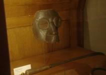 mascara de couro e metal