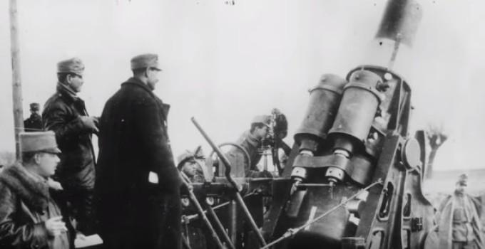 soldados ao lado da artilharia em 1914