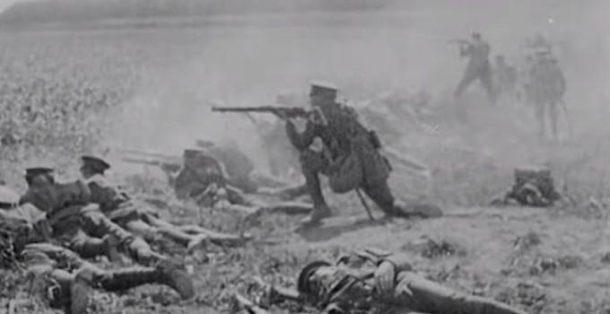 Soldados atirando em campo aberto