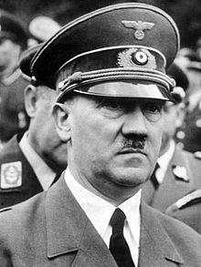 Hitler usando quepe