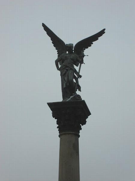 estátua em bronze